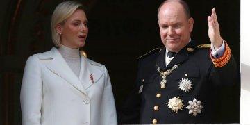 El príncipe Alberto II de Mónaco y su esposa la princesa Charlene. Foto: Daniel Cole / AP / Archivo.