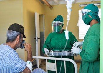 El brote contagioso de coronavirus en un Hogar de Ancianos de Santa Clara dejó un saldo de 66 enfermos, tres de los cuales fallecieron. Foto: cmhw.cu