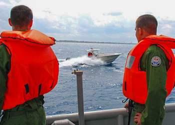 Guardafronteras cubanos custodian las costas para evitar la introducción de drogas al país. Foto: Otmaro Rodríguez/Granma.