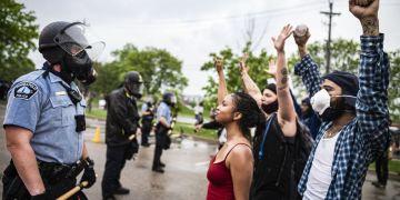 Protestas en Minneapolis por la muerte de George Floyd a manos de la policía. Foto: Vox.