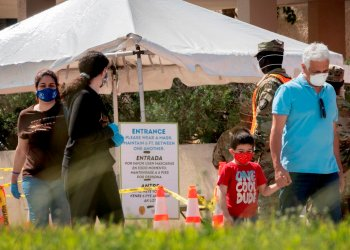 Los casos y las muertes por COVID-19 siguen en alza en Florida, a la par con el desempleo. Foto: Cristóbal Herrera/EFE.