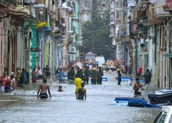Foto de archivo tomada en Centro Habana luego del paso del huracán Irma. Foto: Otmaro Rodríguez/Archivo OnCuba.