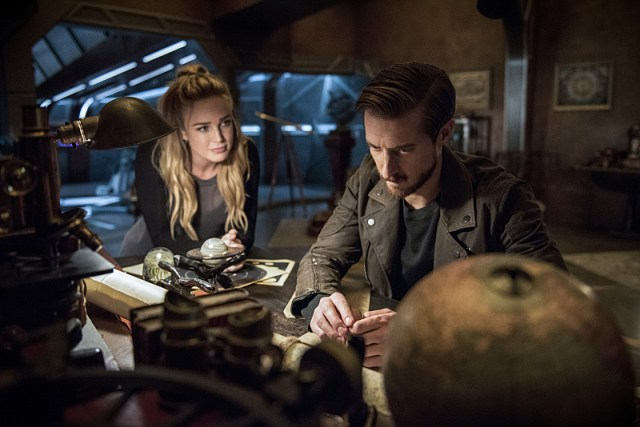 "DC's Legends of Tomorrow -- ""Blood Ties"" -- Image LGN103A_0257b.jpg -- Pictured (L-R): Caity Lotz as Sara Lance/White Canary and Arthur Darvill as Rip Hunter -- Photo: Cate Cameron/The CW -- © 2016 The CW Network, LLC. All Rights Reserved"