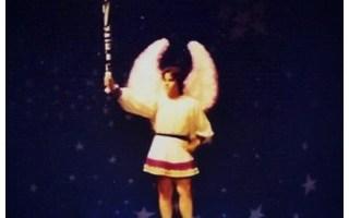 ¡Fuera de aquí miserables! Octavio Campa Hernández interpretando al Arcángel de Pastorela Mexicana de Miguel Sabido. Tepic, Nayarit 1989