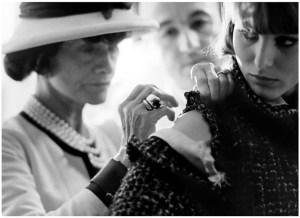 Un día como hoy: Coco Chanel y la camisa marinera