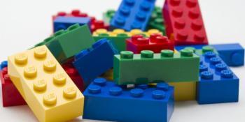 Taller de piezas Lego en el Espacio Joven La Plaza