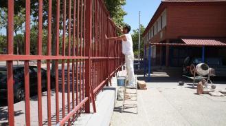 El Ayuntamiento hace posible la renovación de pintura de los colegios y escuelas infantiles
