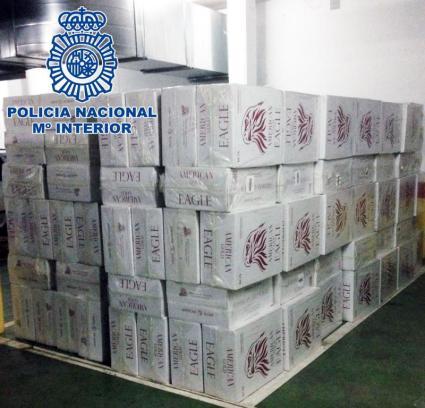 Detenidos cuatro hombres por robar 120.000 cajetillas de tabaco de una nave