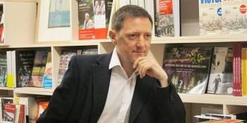 El escritor Ignacio Martínez de Pisón en un nuevo Café Literario