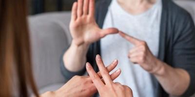 Nuevo curso de iniciación al lenguaje de signos ante la buena acogida entre la población