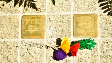 Homenaje a las víctimas del fascismo de Fuenlabrada con la escultura Ladrillos de la Memoria