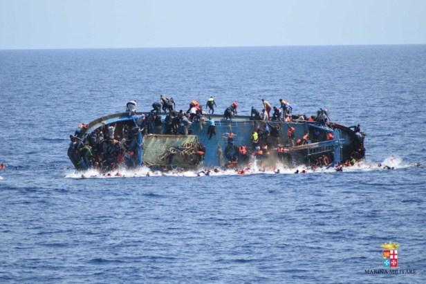 Migranti-naufragio-barcone-in-Libia-la-sequenza-990x660