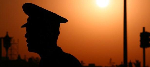 Silhouette-di-un-poliziotto-cinese-al-tramonto-660x400_edited