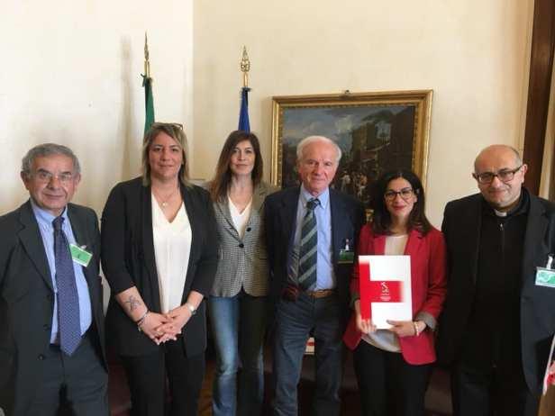Foto con Onorevole Marialucia Lorefice e Chiara Gagnarli.jpg