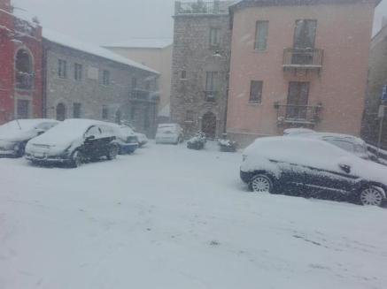 Maltempo: intensa nevicata a Potenza, un'immagine del centro storico