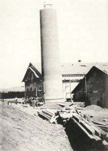 Fig.3 La azucarera en construccion en 1900. Foto N.Salinas
