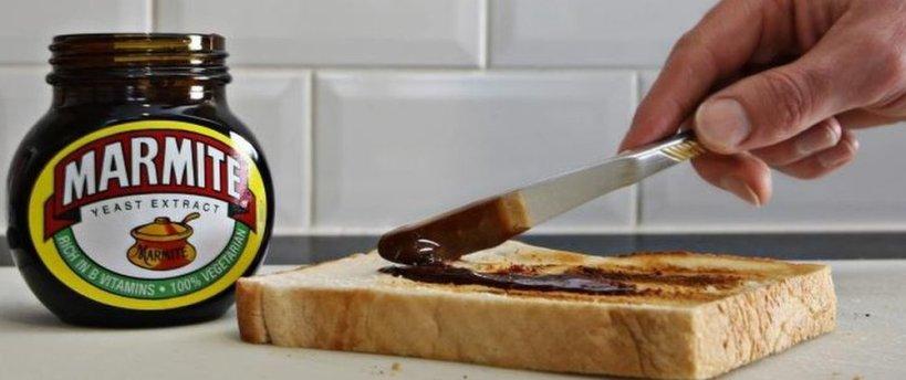 marmite et tartine de pain