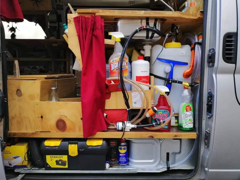 aménagement des cuves eau dans un van