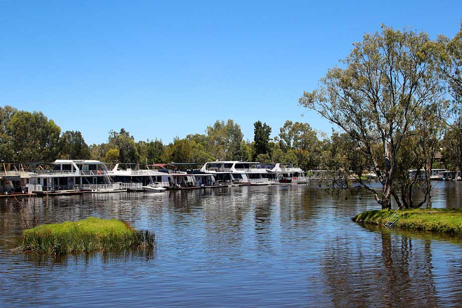 House Boats On The Murray River