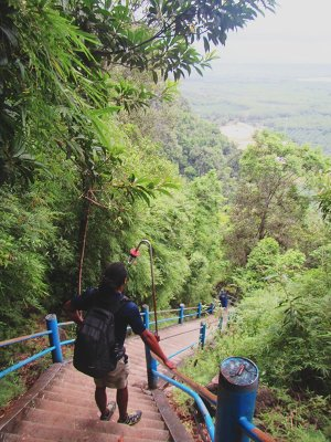 Travel blogging about my climb at Tiger Cave Temple Mountain Top Krabi coming soon.