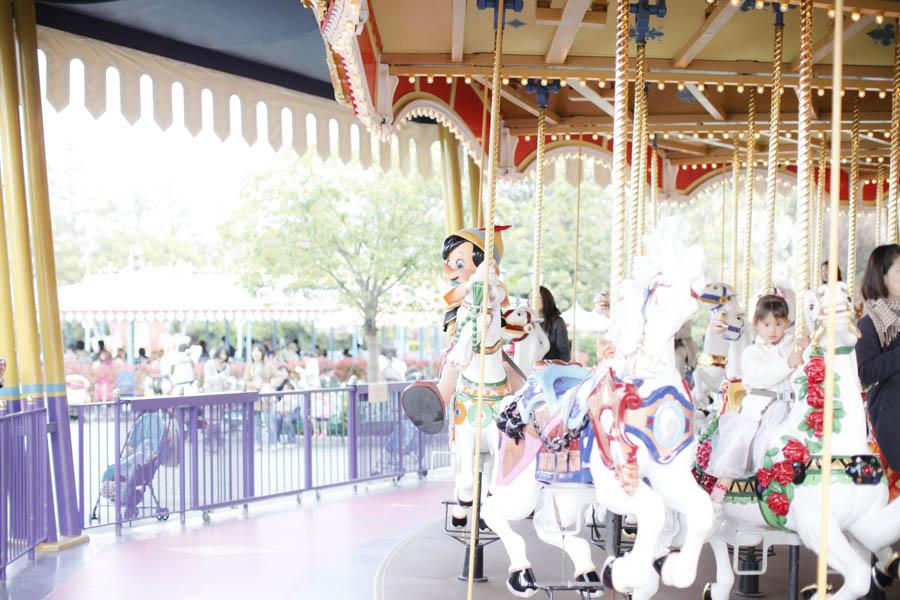 DisneyPhotoBlog DisneyLand carousel2