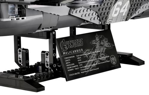 Lego-Avengers-Helicarrier-10