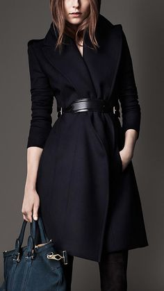 Burberry Une silhouette en X mettra magnifiquement sa taille en valeur en portant des vêtements ceinturés pour accentuer sa taille fine.