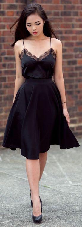 carcan noir et jupe noire
