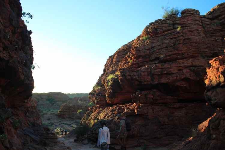 Hiking Kings Canyon Rim Walk at Sunrise