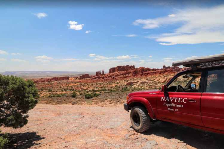 off roading tour in arches national park