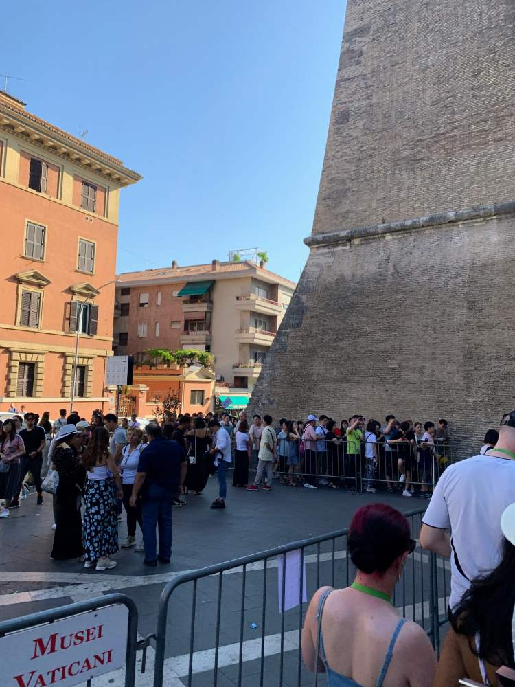 What to Expect When visiting The Vatican - Long Lines