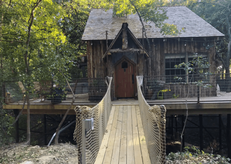 Hobbit TreeHouse in Texas