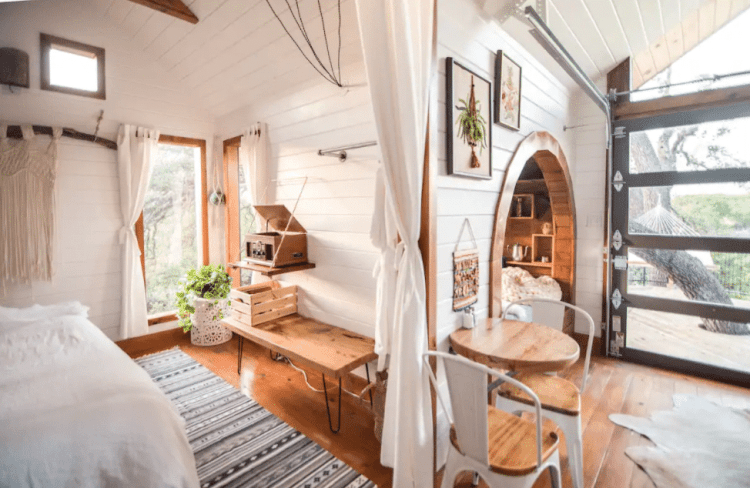 Live Oak Treehouse Airbnb