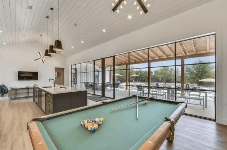 Cool Airbnb in austin for big groups