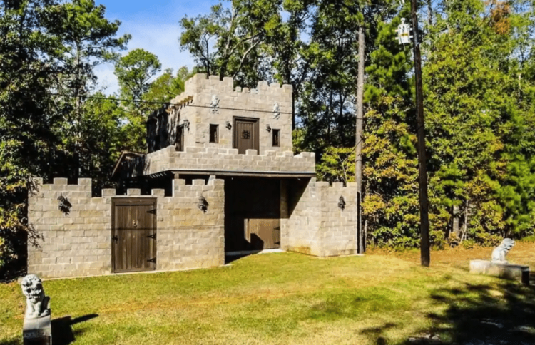 Castles You Can Rent in Texas - Lake Livingston Castle