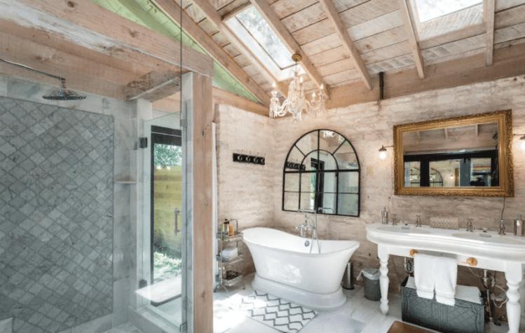 Luxury Airbnb in Fredericksburg with bathtub