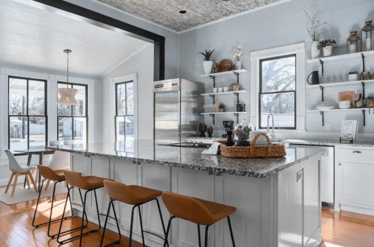 White Velvet Farmhaus Airbnb Fredericksburg
