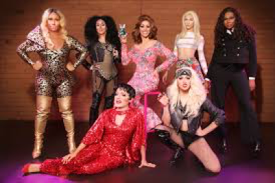 bunch of drag queens