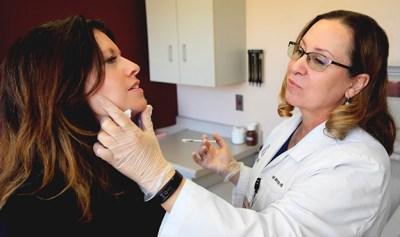 Image of botoxbeingperformed on patient.