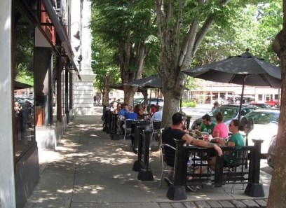 Outdoor eating at the Stage Restaurant and Cafe