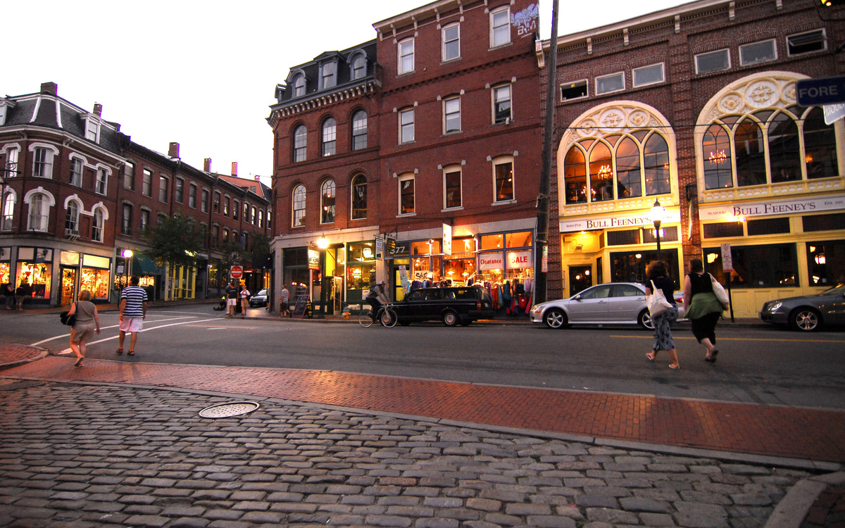 Restaurants and Cafes for Students at University of New England