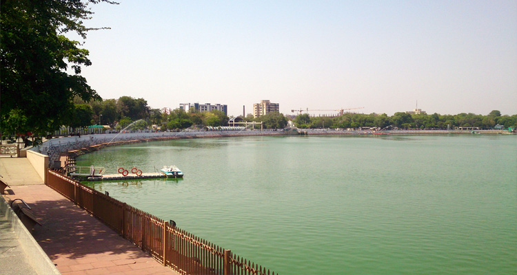 One Day Ahmedabad Local Sightseeing Trip by Car Kankaria Lake