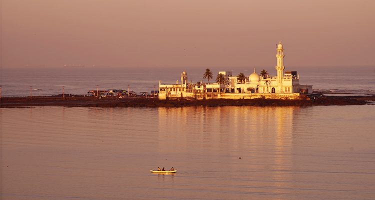 One Day Mumbai Local Sightseeing Trip by Car Haji Ali Dargah