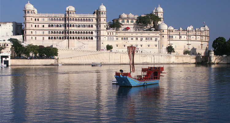 One Day Udaipur Local Sightseeing Trip by Car with City Palace