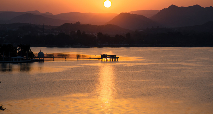One Day Udaipur Local Sightseeing Trip by Car Fateh Sagar Lake