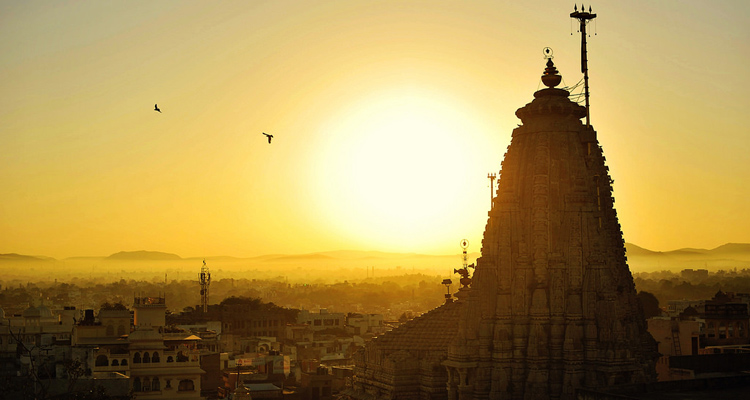 One Day Udaipur Local Sightseeing Trip by Car with Jagdish Temple