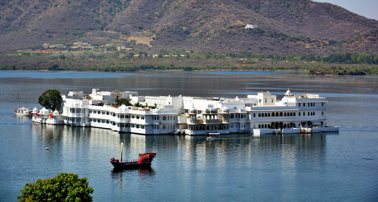 One Day Udaipur Local Sightseeing Trip by Car Taj Lake Palace
