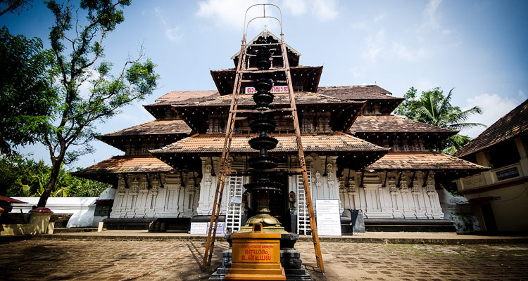1 Day Coimbatore to Thrissur and Guruvayur Tour by Cab Vadakkumnathan Temple