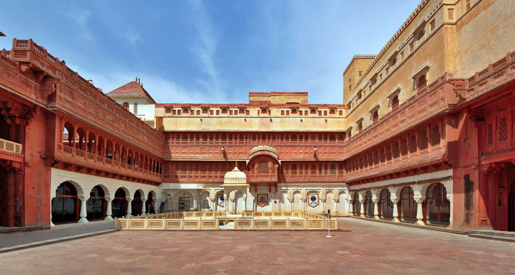 1 Day Bikaner Local Sightseeing Tour by Cab Junagarh Fort