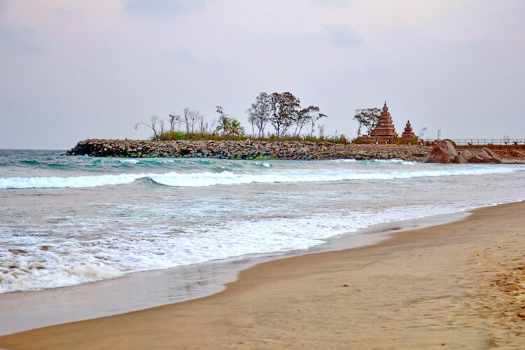 Mahabalipuram Seashore Beach with 1 Day Chennai to Mahabalipuram & Pondicherry Trip by Car